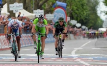 Giro 2014: Marco Canola outsprints his fellow escapees