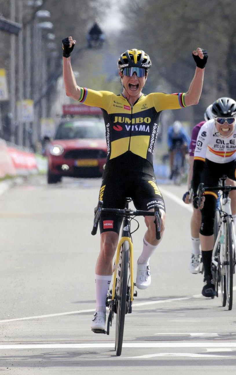 Marianne Vos agr - Amstel Gold Race Ladies Edition 2021: Vos outsprints Vollering and Van Vleuten